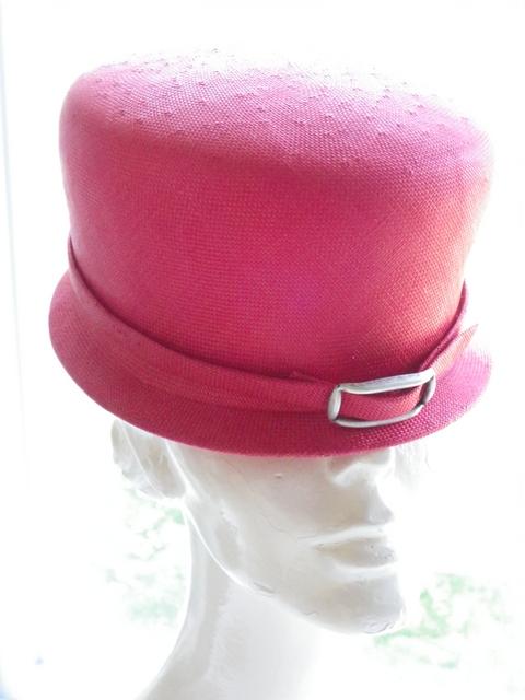 Le petit Chapeau Rond Rouge